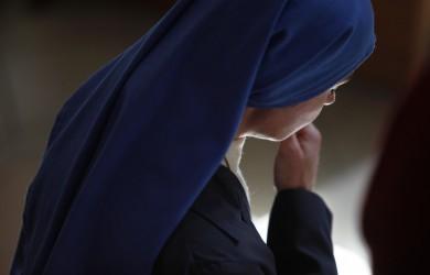 Religieuse lors de la messe, Lourdes