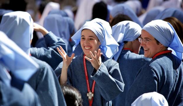 Joie d'une religieuse de Iesu Communio lors de la rencontre de BXVI avec des religieuses